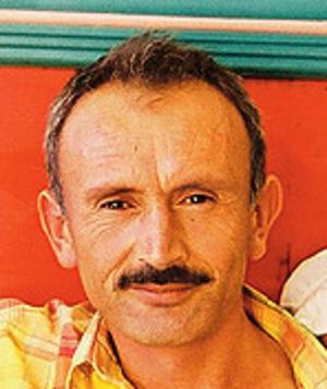 Julián Vida Barea, una persona con entradas y bigote