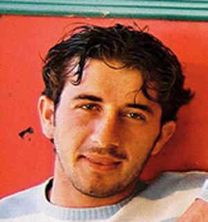 Julián Vida Barea, un hombre con bastante pelo en la foto